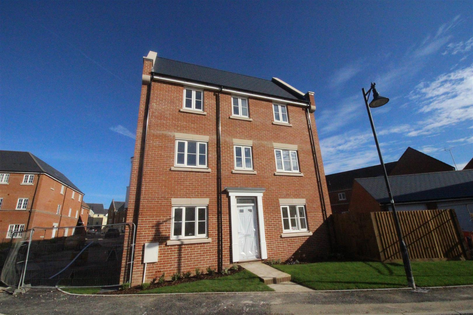 4 Bedrooms End Of Terrace House for sale in Dyson Road, Redhouse, Swindon